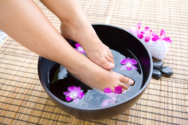 Bain de pieds contre les engelures conseil de beaut - Bain de pied au gros sel et vinaigre ...