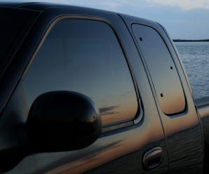 Comment enlever les vitres teintées de votre véhicule, désormais interdites ?